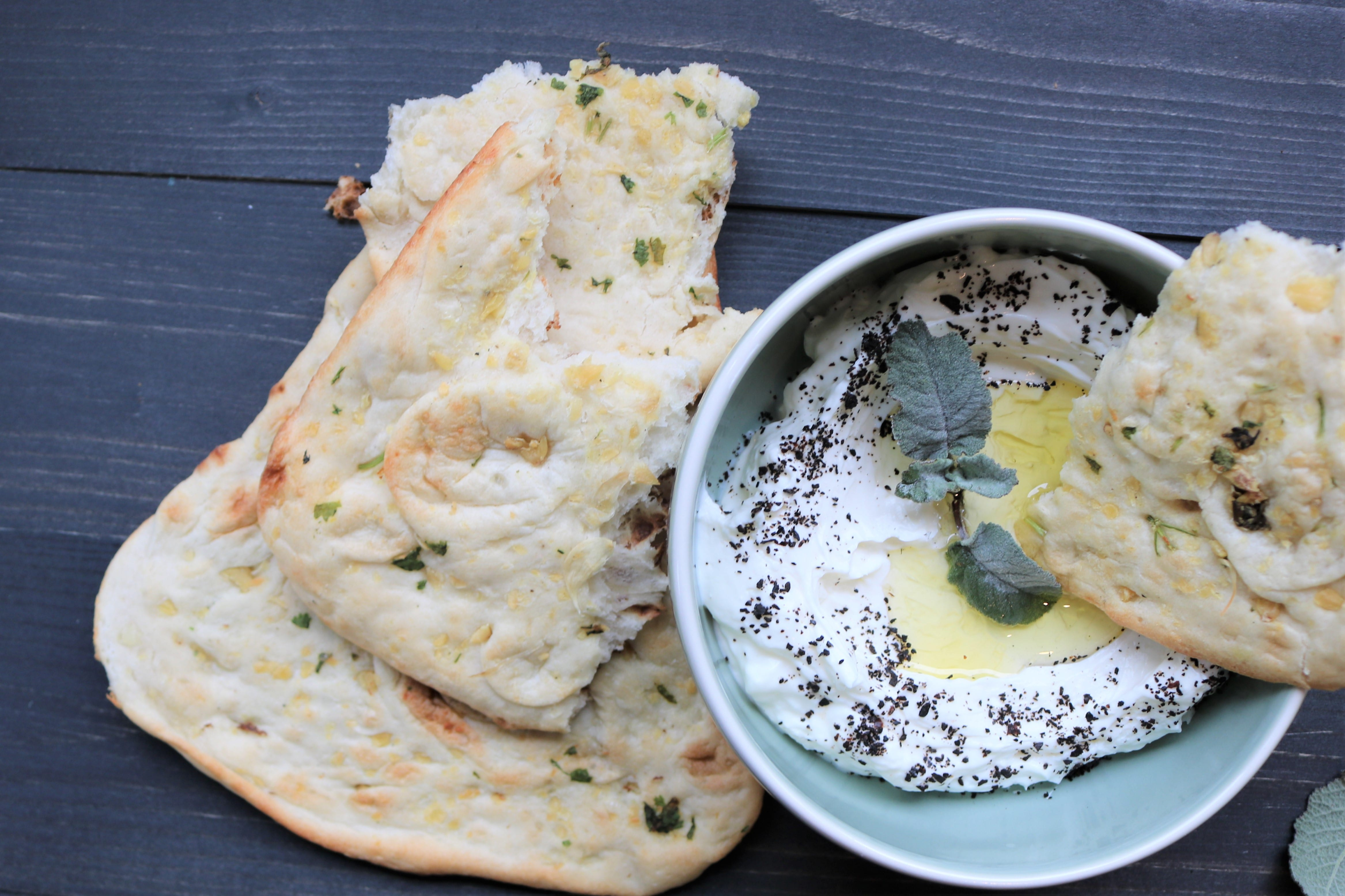 Labneh, Isot, naan
